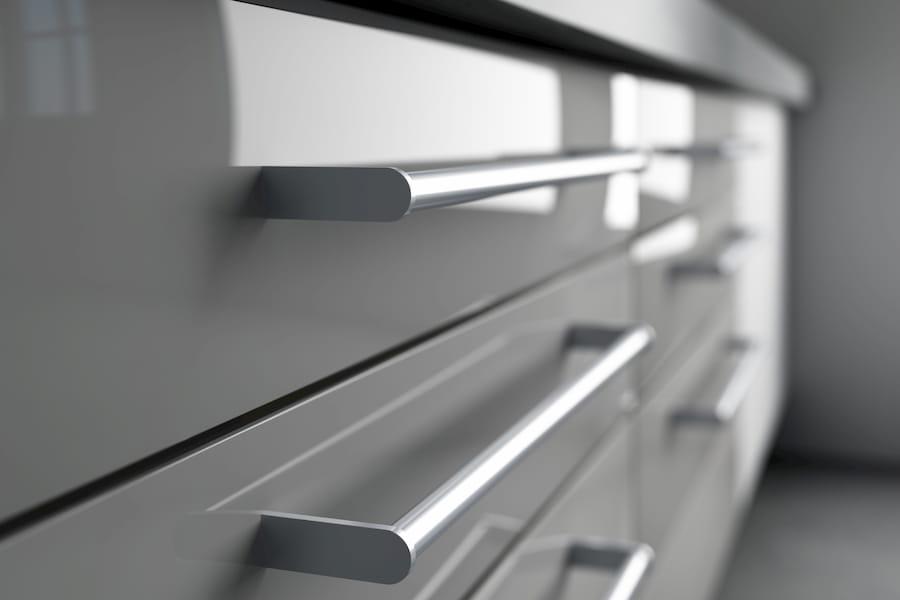 Griffe an einen Küchenunterschrank © KB3, stock.adobe.com