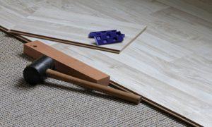 Neuer Bodenbelag auf alten Teppich legen