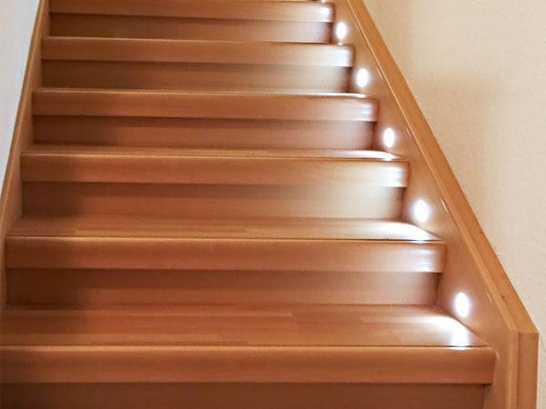 Bevorzugt Laminat oder Vinyl auf alten Treppen verlegen: So gehen Sie vor OP75
