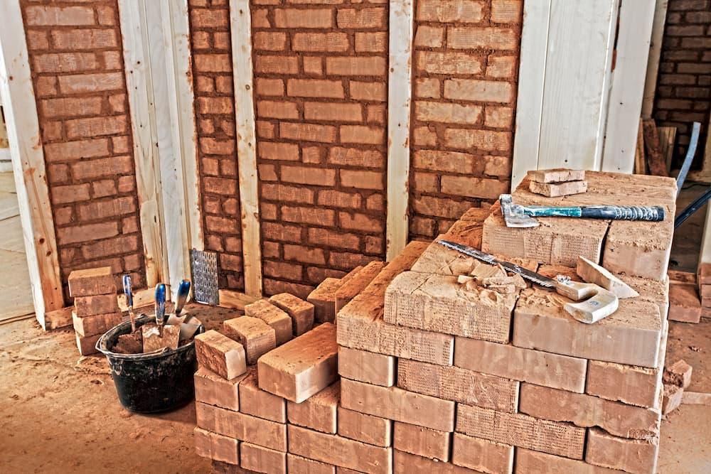 Lehmbausteine © Ingo Bartussek, stock.adobe.com