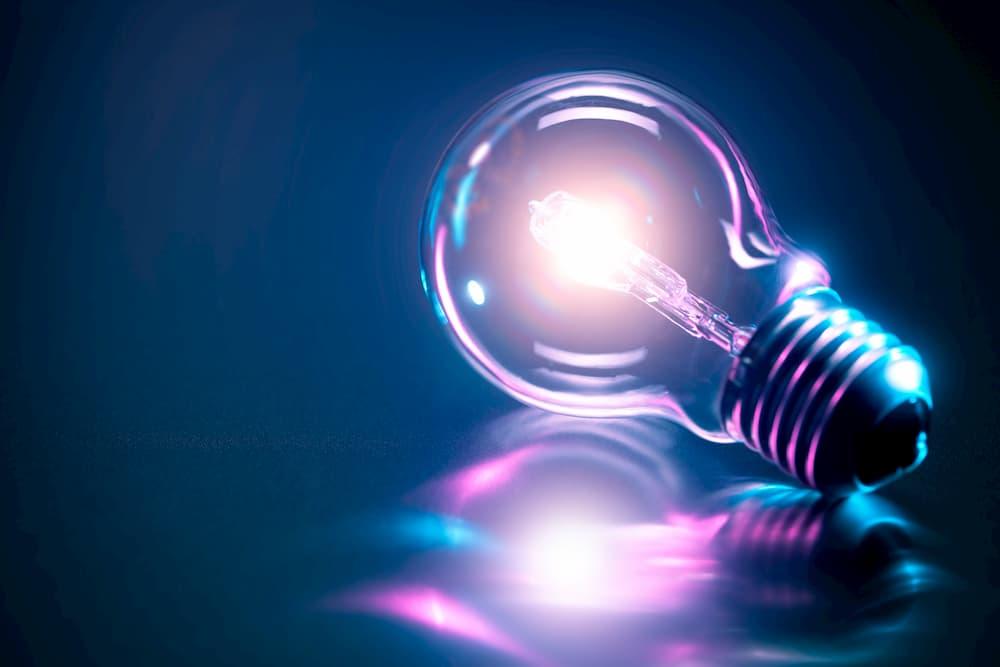 Leuchtmittel: Helligkeit einer Lampe © Beboy, stock.adobe.com