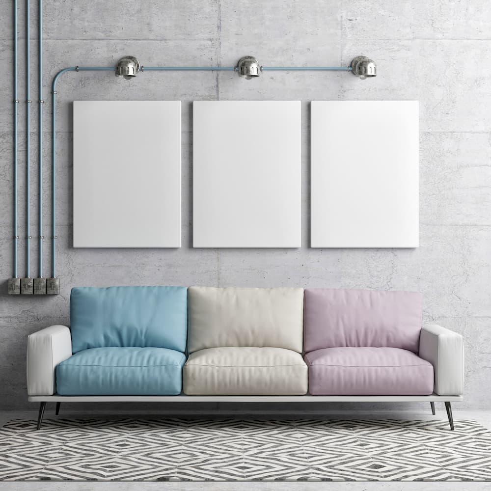Buntes Sofa  in loftartiger Wohnung © nikolarakic, stock.adobe.com