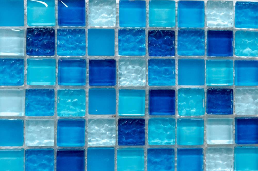 Mosaikfliesen aus eingefärbtem Glas © Ruslan Gilmanshin, stock.adobe.com