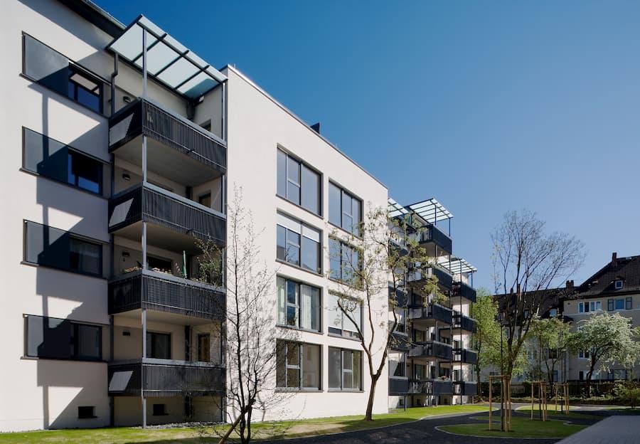 Energetisch saniertes Mehrfamilienhaus © Deutsche Energie-Agentur GmbH (dena)