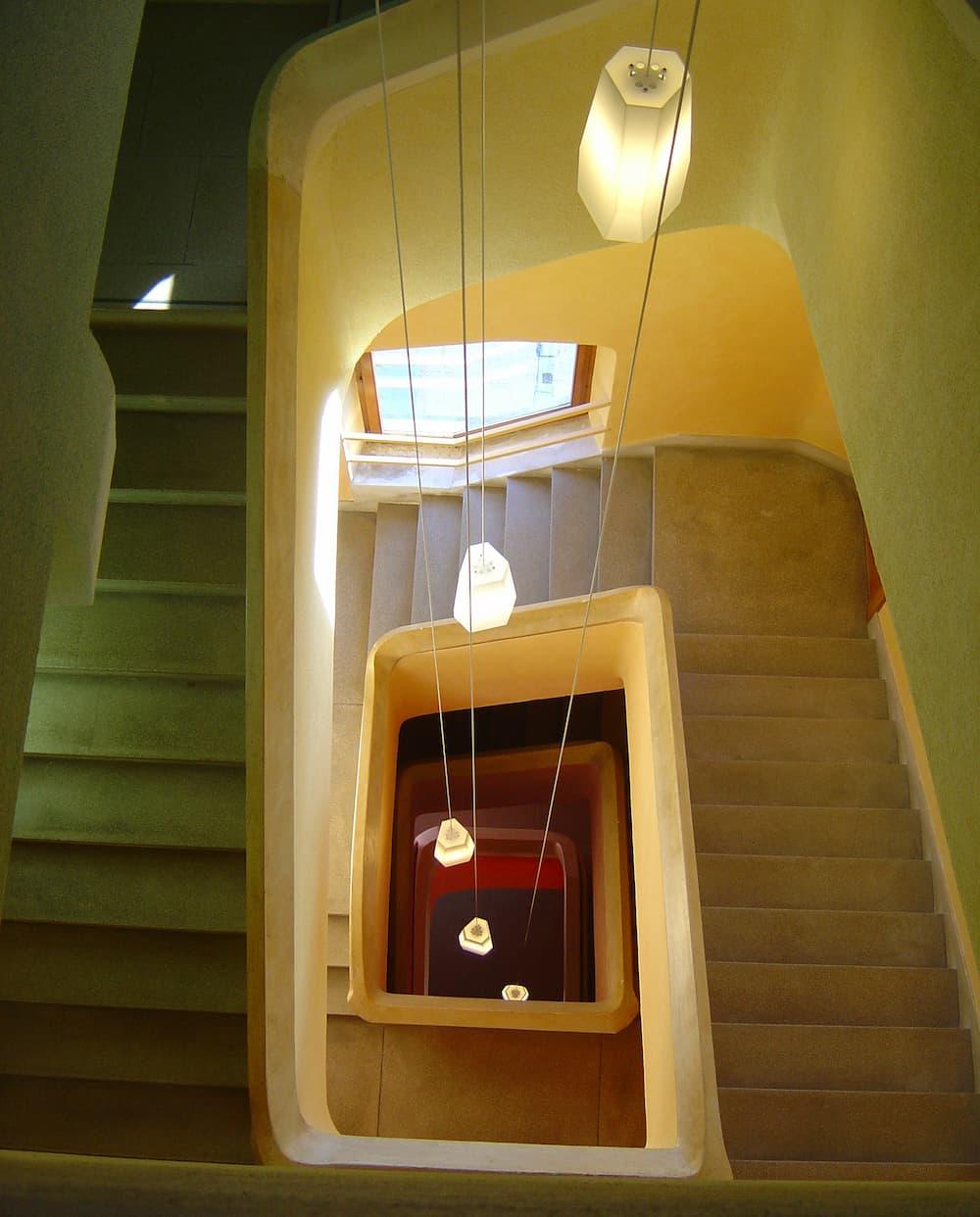 Pendelleuchte im Treppenhaus © Pegasus, stock.adobe.com