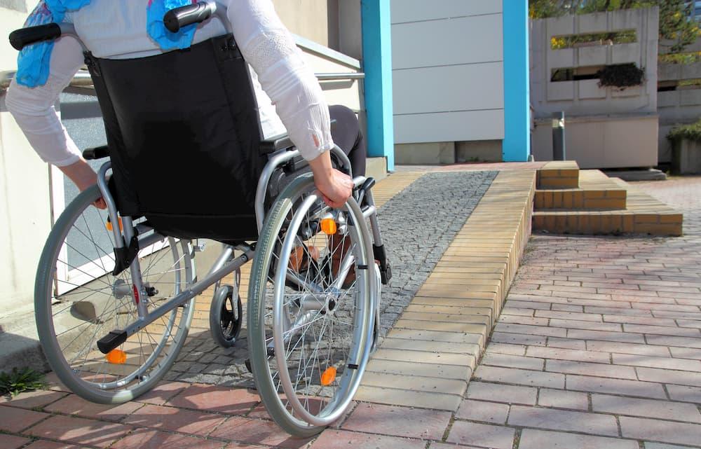 Der Hauszugang sollte barrierefrei erreichbar sein © RioPatuca Images, stock.adobe.com