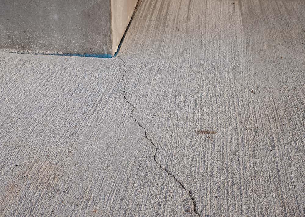 Risse im Beton © Animaflora PicsStock, stock.adobe.com
