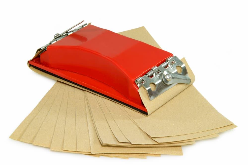 Schleifen mit einem Schleifklotz © Birgit Reitz-Hofmann, stock.adobe.com
