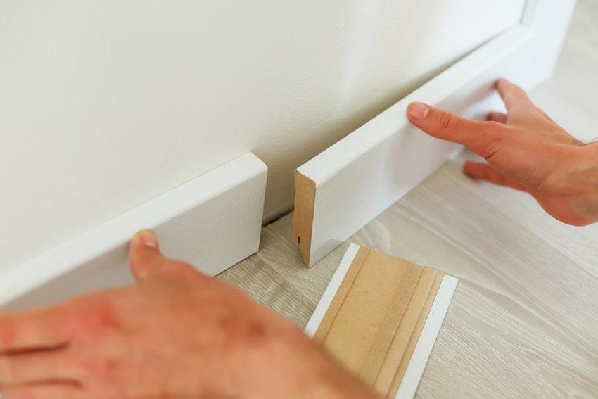 Sockelleisten – nageln, schrauben, kleben oder klicken?