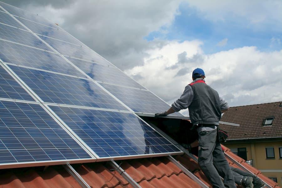 Solaranlage Installation © Simon Kraus, stock.adobe.com