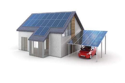 Haus und Carport mit Solarmodulen © arsdigital, fotolia.com