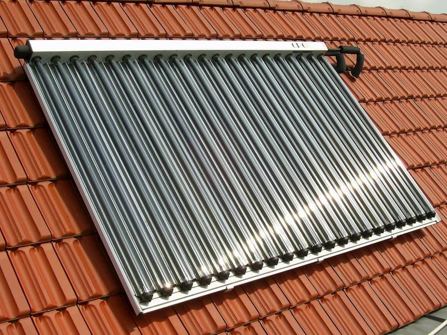 Solarthermie auf Hausdach © Eberhard Rudert, stock.adobe.com