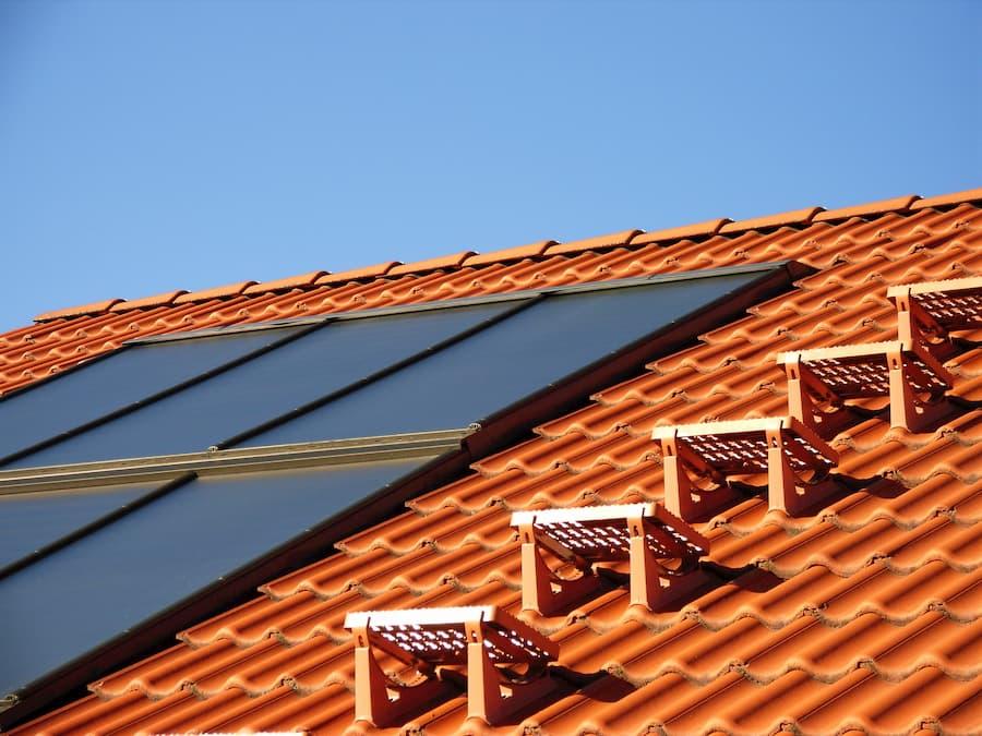 Solarthermie: Indach-Montage © Michael Böhm, stock.adobe.com