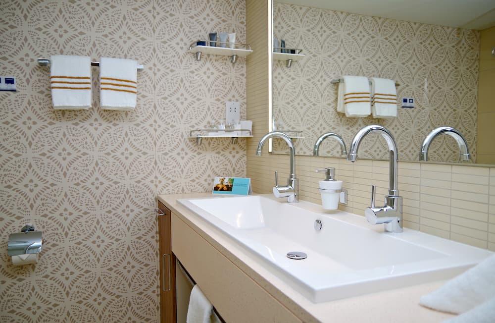 Tapete im Badezimmer © Tammer, stock.adobe.com