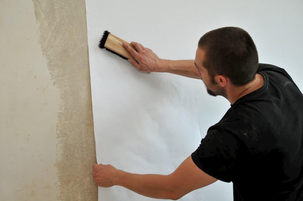 Die Tapete muss richtig glatt sitzen © dieter76, stock.adobe.com