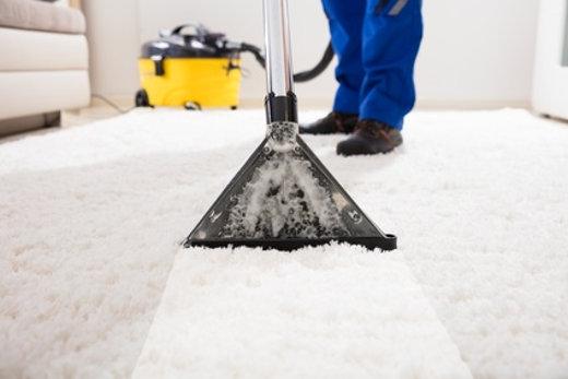 Teppichboden  reinigen © Andrey Popov, fotolia.com