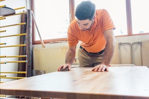 Holz Lackieren Mit Dem Richtigen Werkzeug Und Der Richtigen Technik