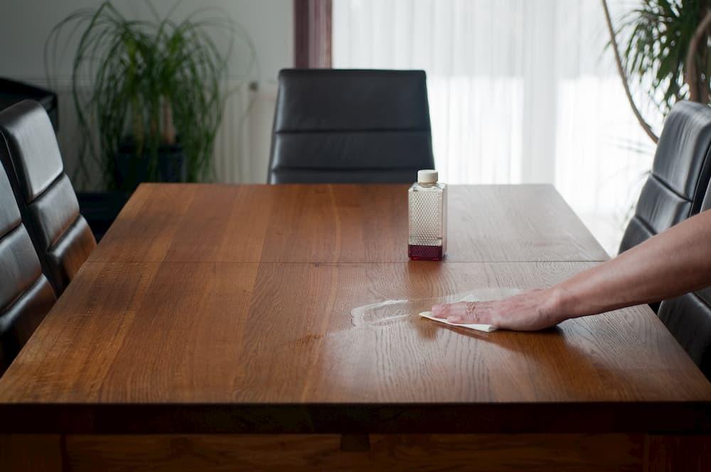 Tisch einölen © Insp.Clouseau, stock.adobe.com