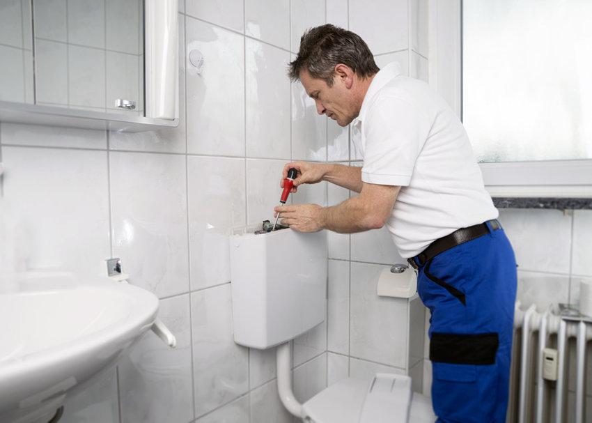 Toilettenspülung reparieren © jozsitoeroe, fotolia.com
