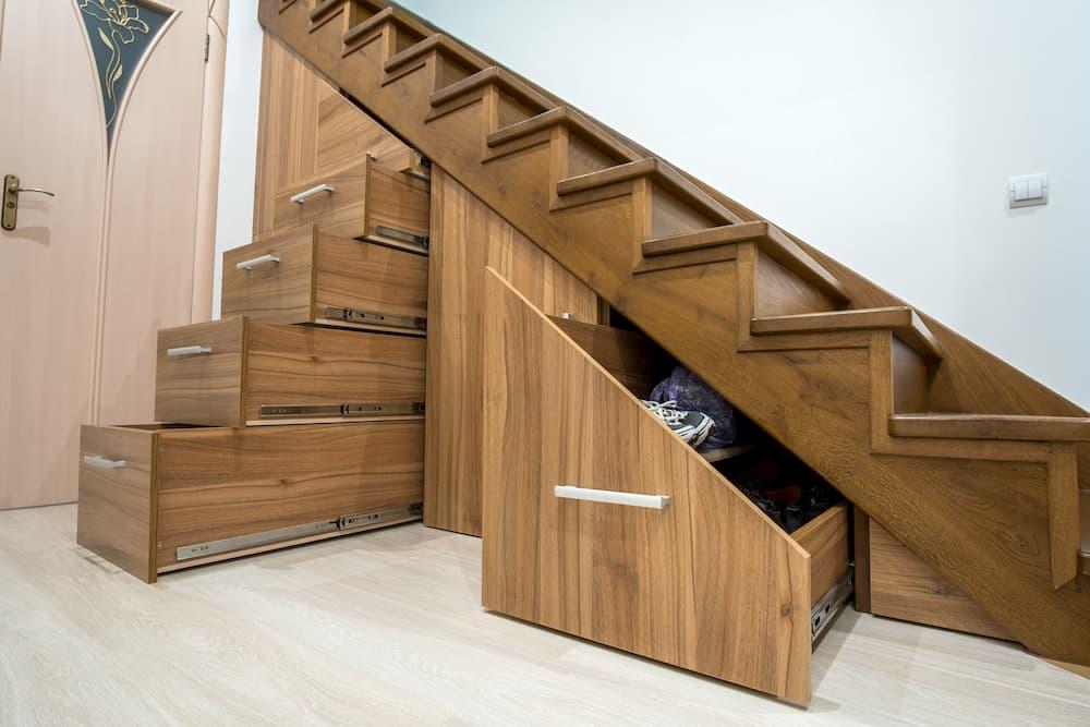 Einbauschrank unter Treppe © bilanol, stock.adobe.com