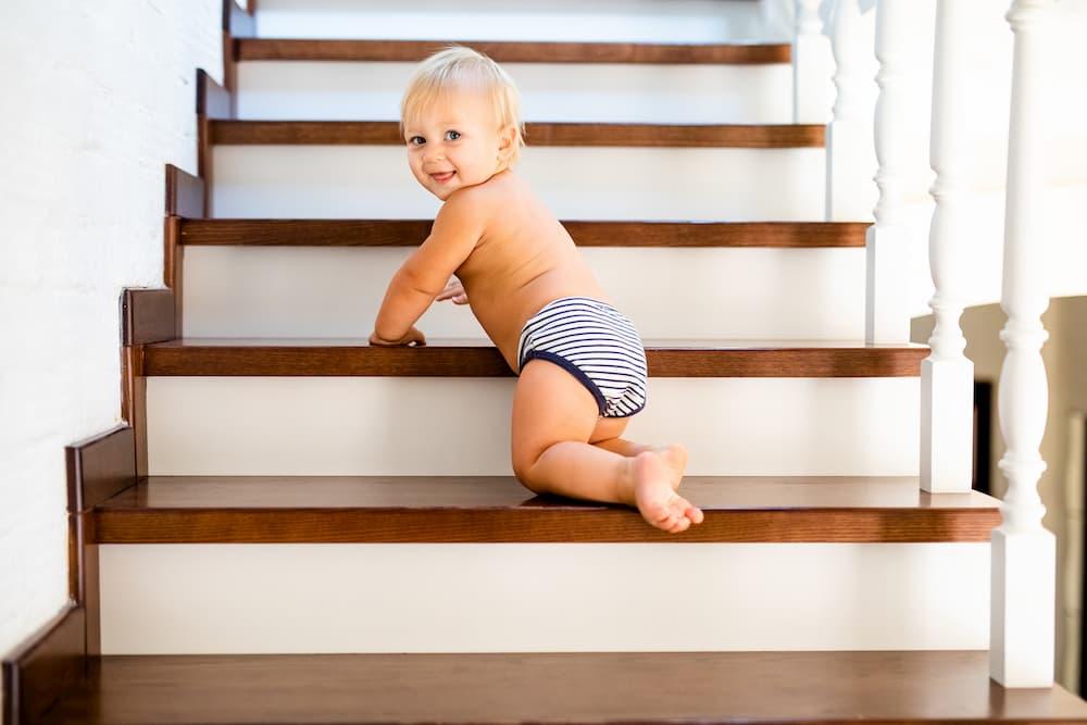 Treppe kindersicher gestalten © Lena May, stock.adobe.com