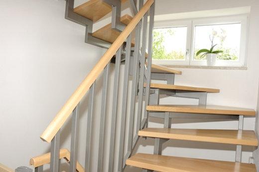 Treppe mit Geländer © dima_pics, fotolia.com