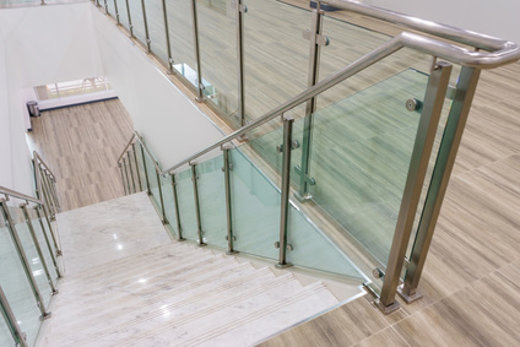 Treppengelander Fur Den Innenbereich Materialien Formen Und Kosten