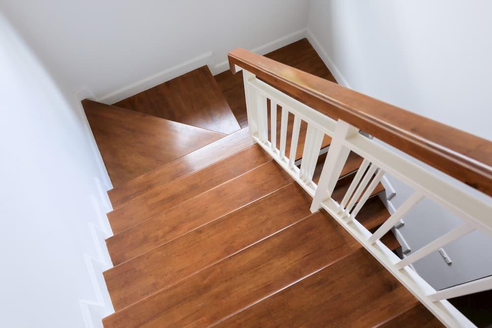 Treppe aus Holz © sutichak, stock.adobe.com