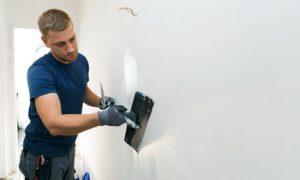 Glänzende Wände: Wand lackieren, spachteln, glätten