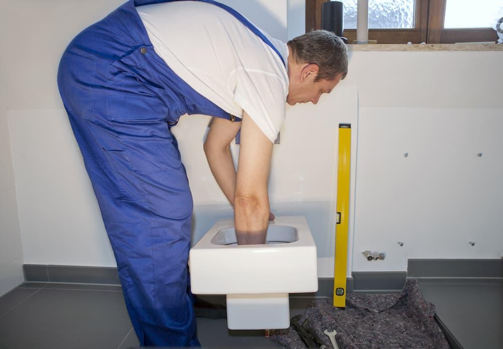 Wand-WC Einbau © imageteam, stock.adobe.com