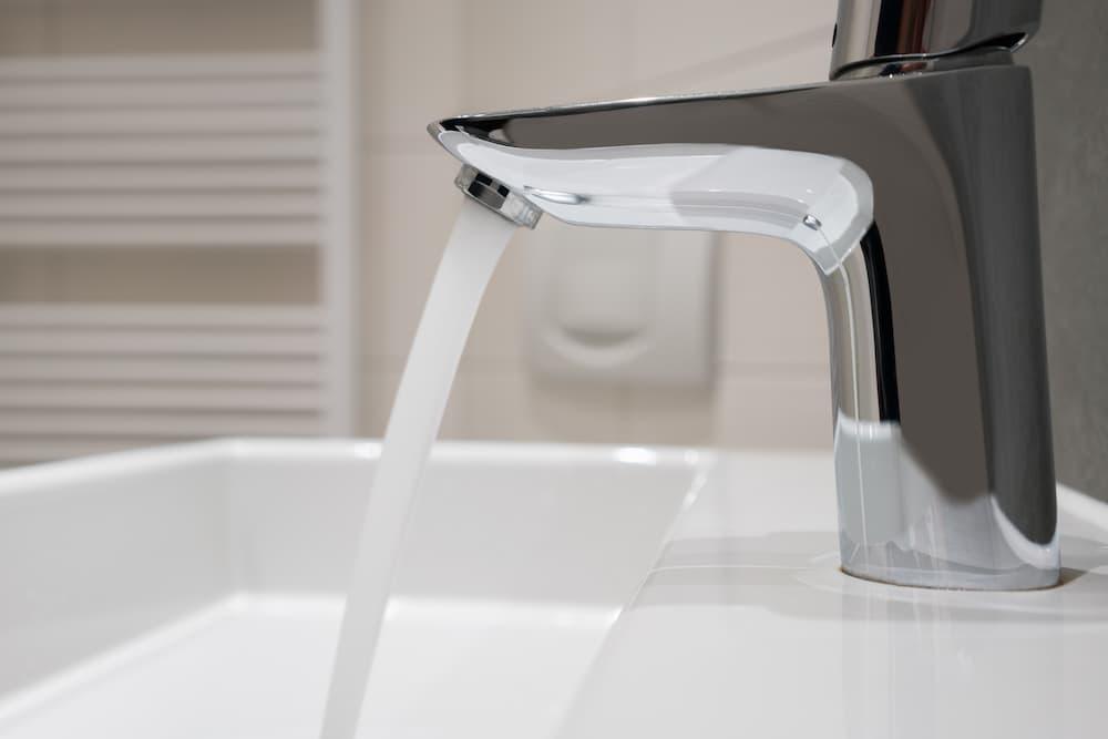 Wasserarmatur am Waschbecken © contrastwerkstatt, stock.adobe.com