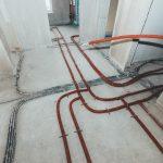 Rohre und Leitungen unter dem Estrich