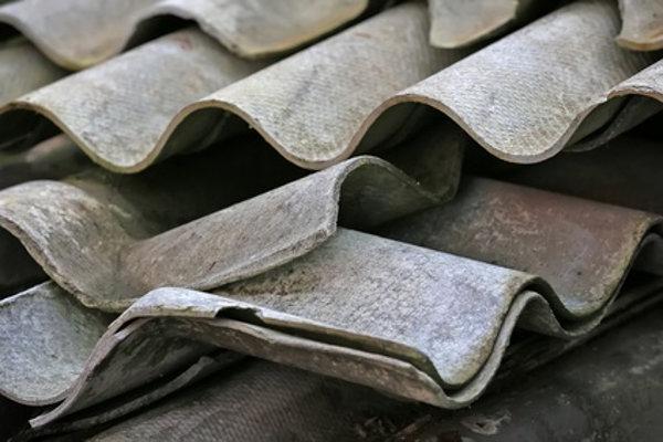 Wellplatten mit Asbest © Patrick J., fotolia.com