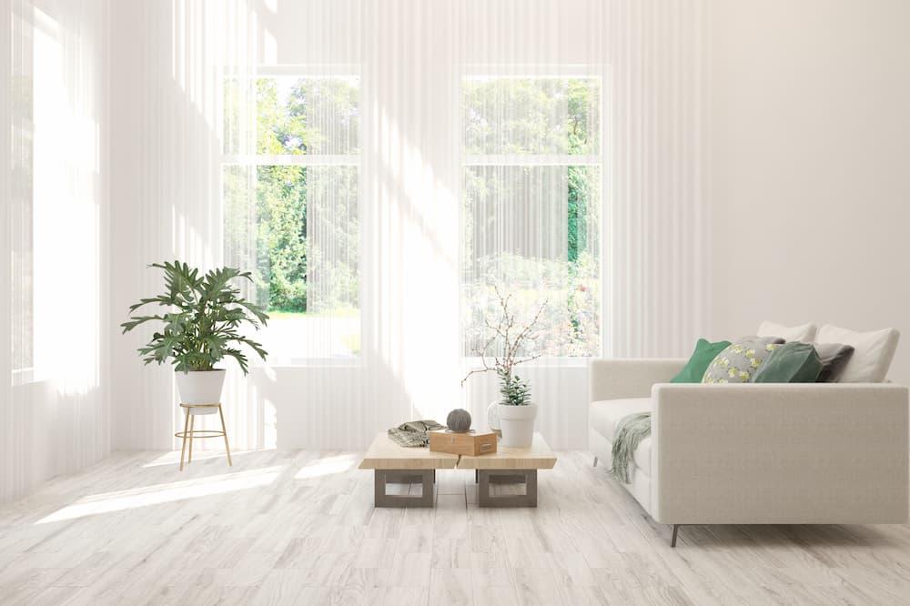 Wohnzimmer ganz in weiß © AntonSh, stock.adobe.com